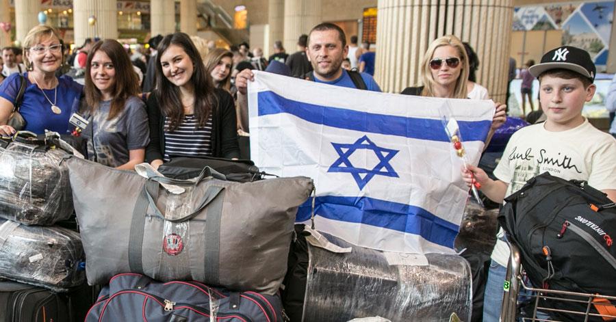 Aliyah-Ukrainian-Jews-900x471
