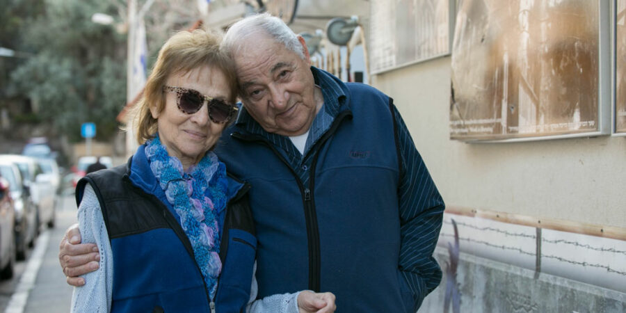 Mordechai-with-wife-Esti-1000x500