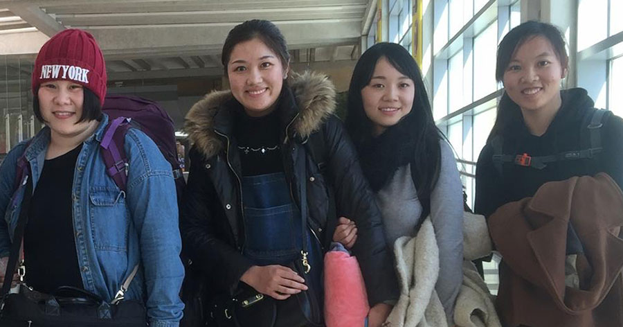 The-ladies-from-Kaifeng-at-the-airport-900x471