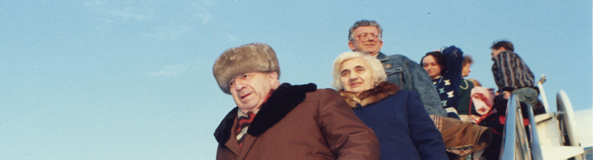 ICEJ_Soviet_Jews_arrivng_1990s